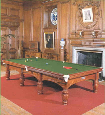Charmant Thurston International Model Billiard/Snooker Table